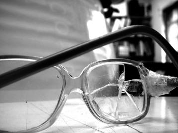 broken-glasses-1-1316764